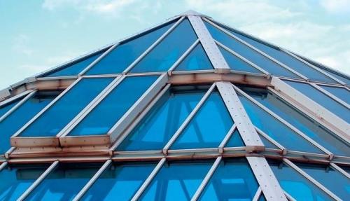 Крыша треугольной формы из поликарбоната