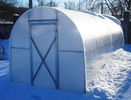 Делаем уход за полимерной теплицей в зимний период