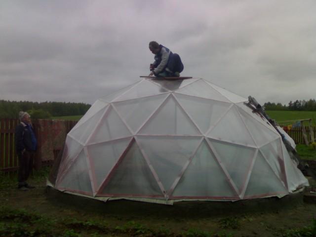 Полимерная конструкция в форме купола