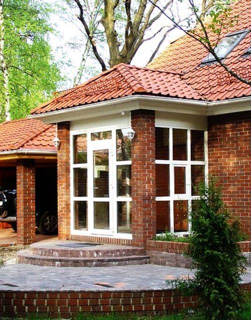Крыльцо кирпичного дома фото
