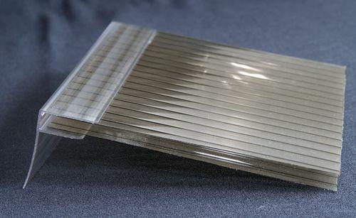 Сотовый поликарбонат и торцевой полимерный профиль