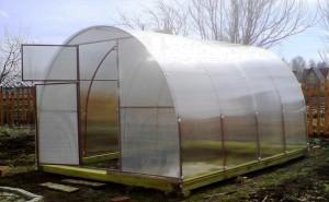 Какие свойства имеет поликарбонат для теплиц