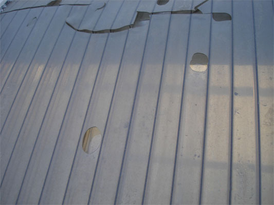 Поликарбонатный лист с трещинами