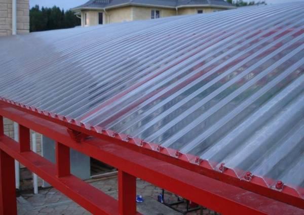 Крыша из профилированного поликарбоната