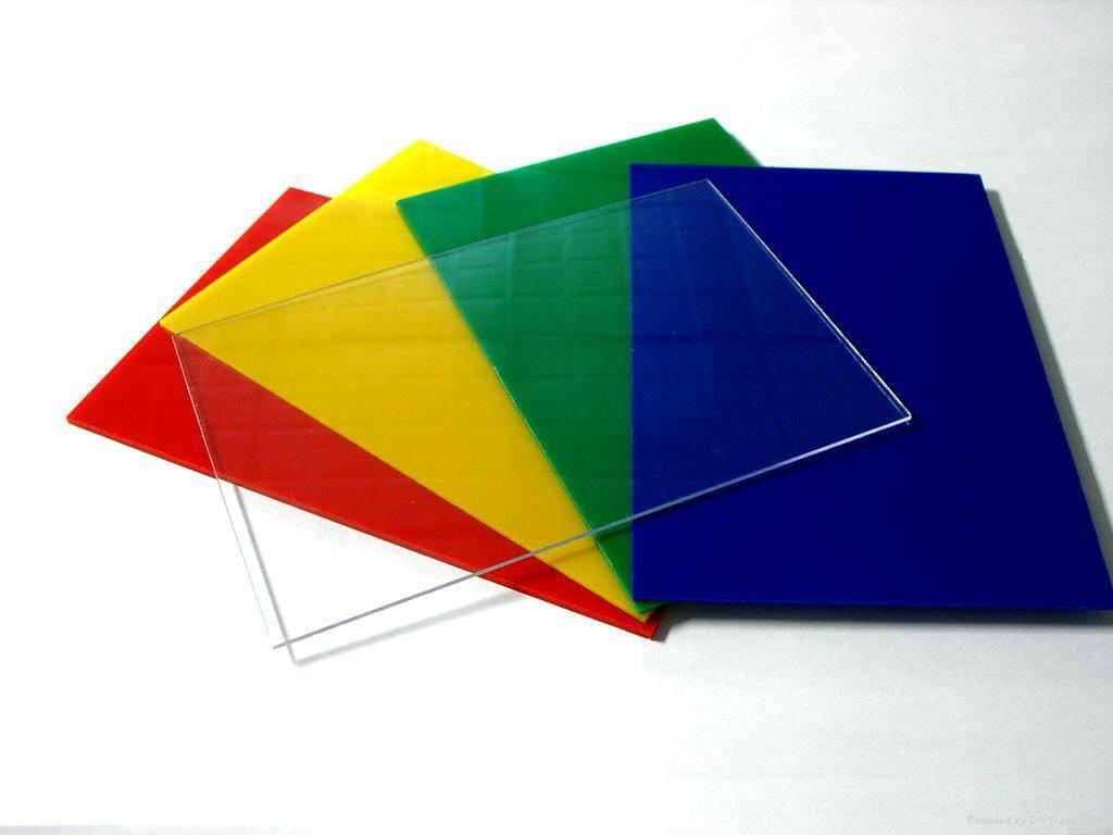 Listyi-monolitnogo-polikarbonata.jpg
