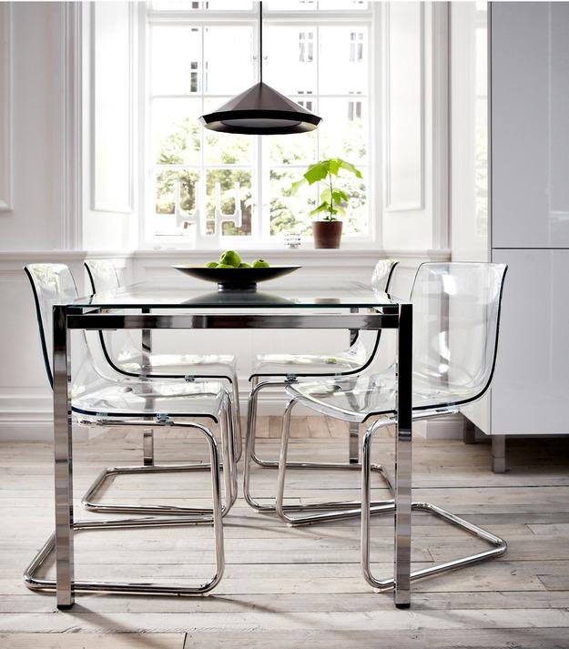 Кухонный стол из полимера
