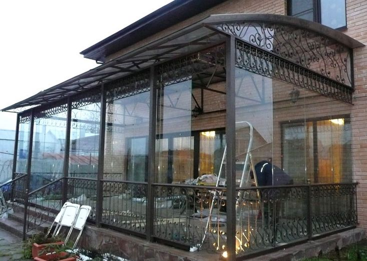Окна из монолитного поликарбоната