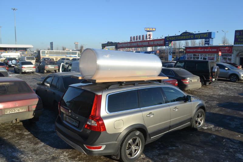 Поликарбонатный лист на крыше автомобиля