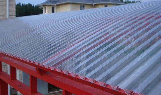 Крыша из полимерных листов
