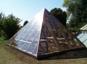 Теплица в форме пирамиды из поликарбоната
