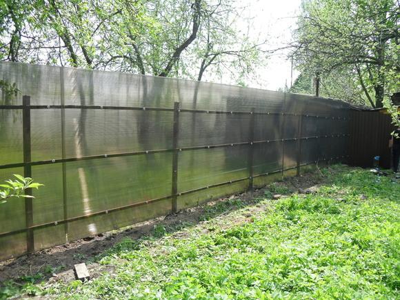 Забор из прозрачных листов полимера