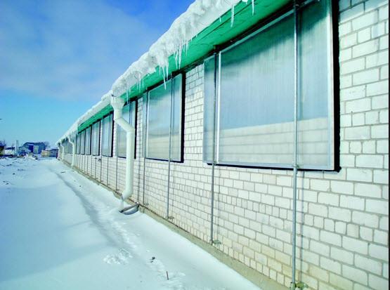 Постройки с поликарбонатными окнами
