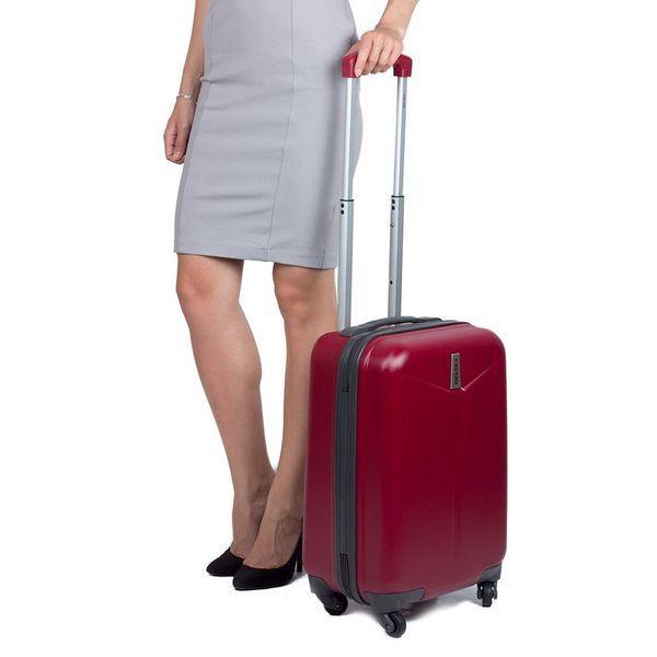 Небольшой поликарбонатный чемодан