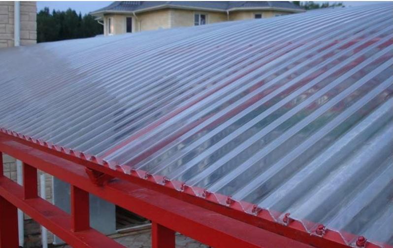 Крыша из рифленого полимера