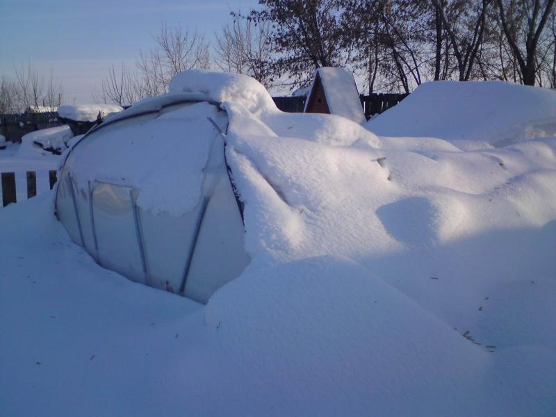 Теплица прогнулась под снегом