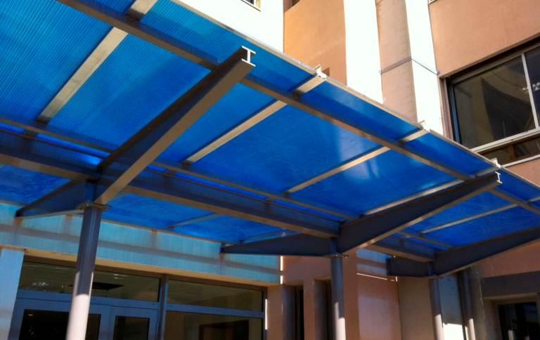 Навес из синего поликарбоната