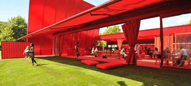 Крыша из красного поликарбоната
