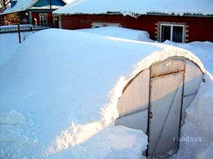 Полимерная теплица в снегу