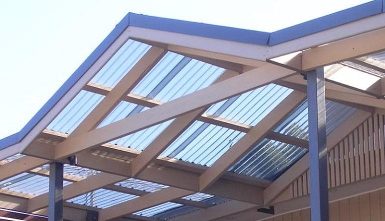 Двускатная крыша из полимера